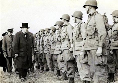 Winston Churchill a vrchní velitel spojeneckých sil Dwight D. Eisenhower